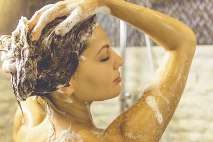 This is how you should apply the shampoo to give hair volume
